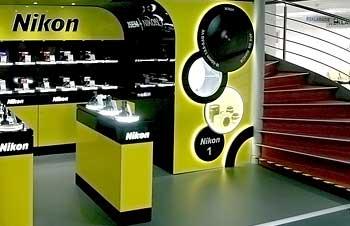 Shop in shop Nikon v Alza