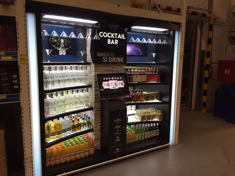 Introduction into the mixology in a MAKRO store