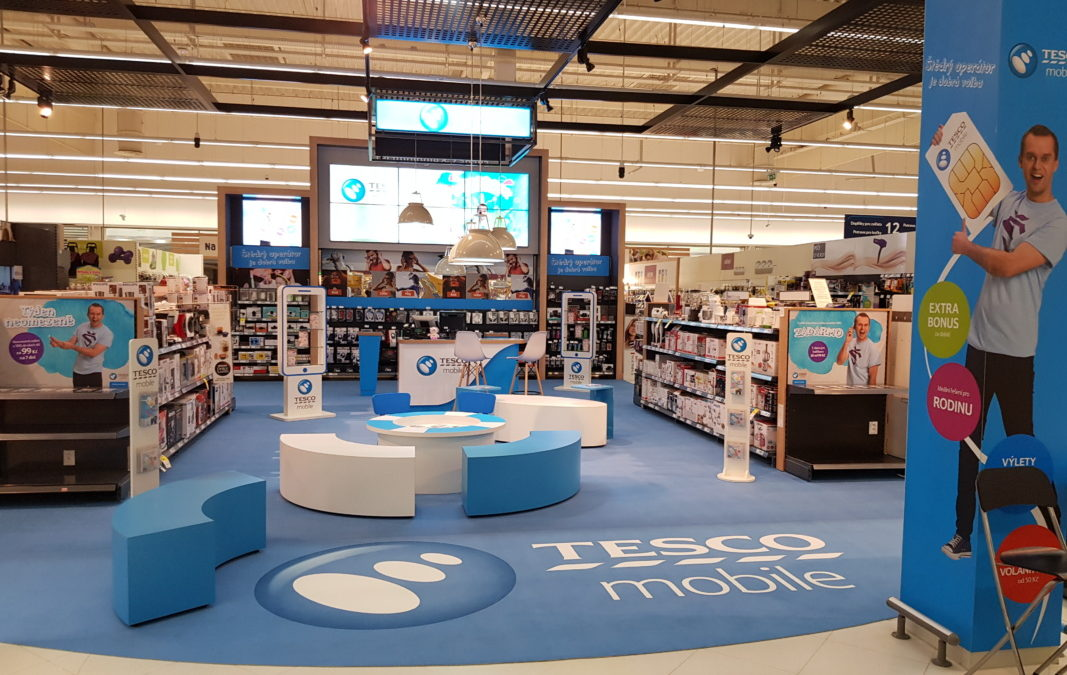 Tesco Mobile has a big shop-in-shop in Letnany